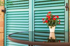 WOOD SHUTTERS WITH MOVABLE OR FIXED LAMELLAS