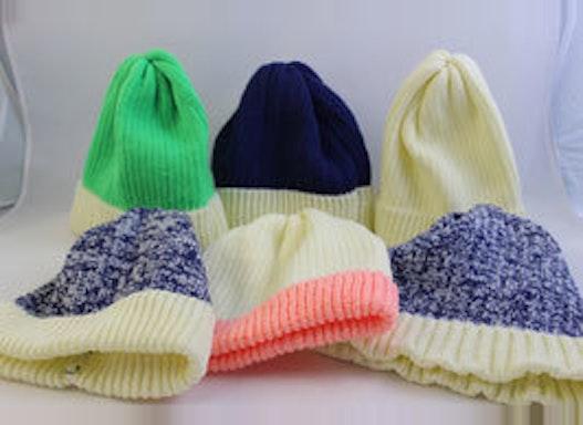 Mützen, Handstulpen und Hangestrickte Socken für die kalten Wintertage.