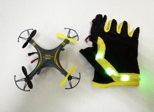 Hand Sensor Controler Drone Drone wird durch Bewegungen der Hand gesteuert. Es ist sehr leicht zu bedienen.