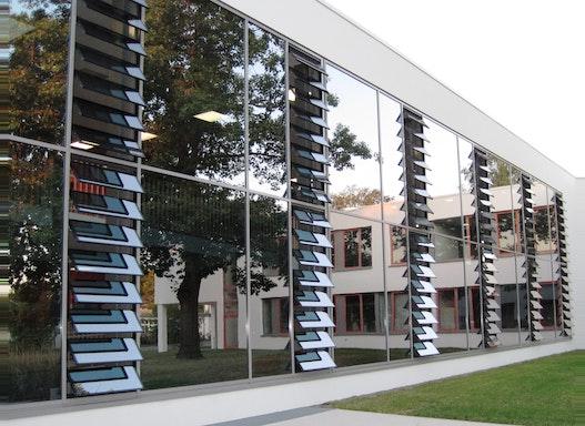 Lamellenfenster Lacker bigAir Fassade