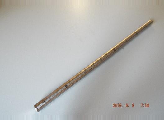 Skalengravur auf Rundmaterial Metalle werden mit dem CO2Laser oder YAG-Laser bearbeitet. Den Laserstrahl kann man z.B. s
