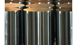 Vernickelte und verchromte Kolbenstangen