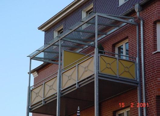 Balkone verzinkt mit Dach
