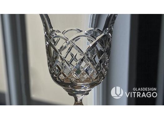 Trinkgläser, Gefäße, Hohlgläser, Schalen aus Glas & Kristallglas, Form & Farbe nach Wunsch mit Schliff und Politur