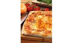 Rechteckige Pizza mit Käse