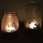 Windlichter mit Herbstdekoration
