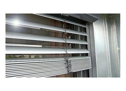 Sicht- und Hitzeschutz durch Raffstores und Außenjalousien