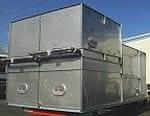 Trockenkühler mit seitlich angeordnetem Radialventilator