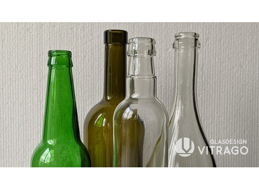 Leere Gläser, Flaschen, Behälter, Gefäße zum Befüllen aus Glas. Glasflaschen, Hohlgläser. Farbe und Form nach Maß