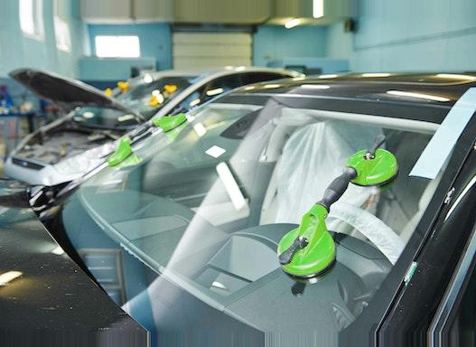 Glasschadenbeseitigung / Autoglas-Reparatur