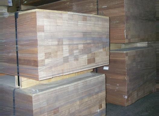 Massivholzriegel für die Innentürfertigung