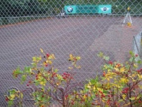 Einzäunung von Tennisplätzen