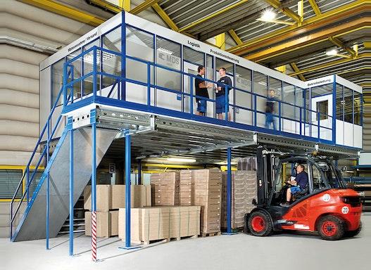 Stahlbaubühne und Lagerbühne - auch in Kombination mit Raumsystemen zur effektiven Raumnutzung
