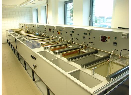 Oberflächenbehandlung von Metallen und Kunststoffen
